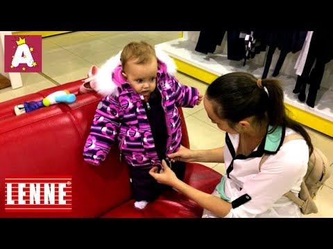 Ангелина меряет зимний комплект Lenne Frie куртку и комбинезон