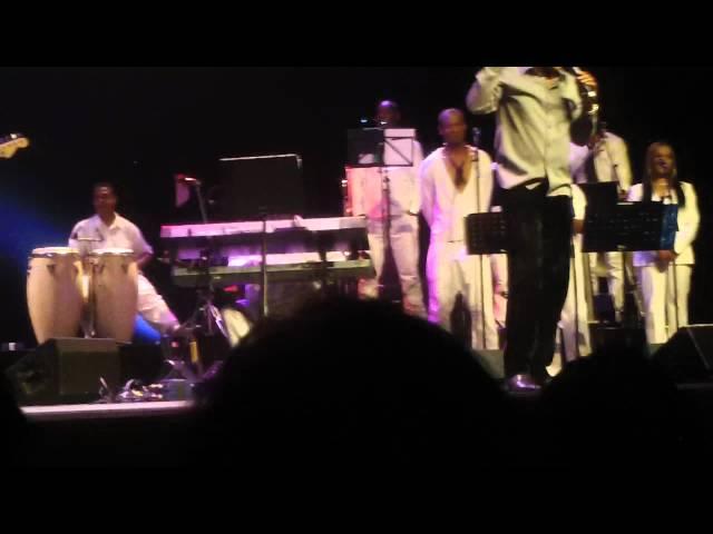 Medley: Safri, Mik mi dansi, Wi na wan. ( Powl Ameerali, Silvy Singoredjo)