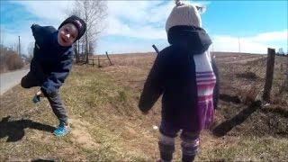 Дети играют.Горка. Video for kids. Видео для детей.