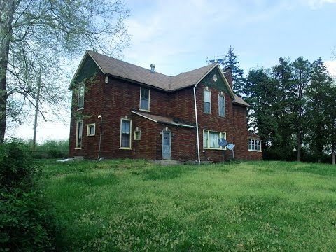 Exploring a Creepy House I Found on Realtor.com!!  Includes Scary Man Doll and Old Bones!!