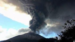 SPECTACULAR EL SALVADOR VOLCANO SPEWS ASH - BBC NEWS