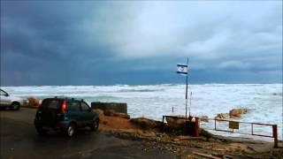 Шторм в Нетании (Израиль)(Видео снято в Нетании на побережье Средиземного моря 07 января 2015 г. Два дня подряд в Израиле сильный шторм...., 2015-01-07T20:57:17.000Z)