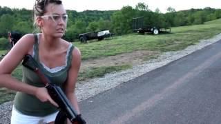 Naked girls and guns  Полуголые девченки с оружием, что может быть лучше