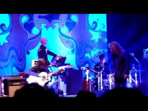"Robert Plant - ""Babe I'm Gonna Leave You"" - Live at the Shrine"