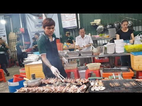 All Kinds Of Grilled Seafood Are Well-known And Are Sold In TheToulTum Poung Market/Grilled Seafood