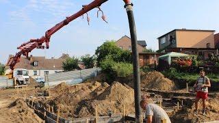Wylewanie fundamentów pompą z betonowozów w Złotowie