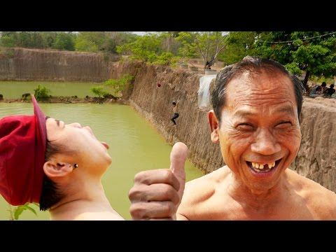 คุณปู่สุดห้าวท้าดวลเด็กโดดน้ำสระมรกต15เมตร | Thailand Cliff Jumping UHD/4K!