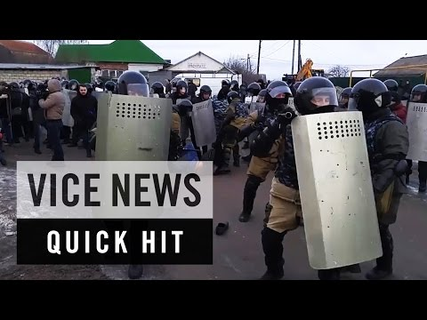 Roma Fight Russian Police Over Energy Access: VICE News Quick Hit