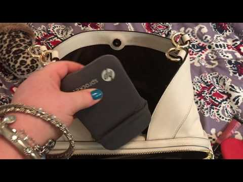 acac1b24fb2c What is in my Coach Signature Lexy Chalk Bag. - YouTube