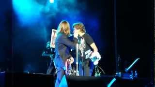 Би-2 в Туле 01.10.2012 - танцы Лёвика и подарок от поклонницы