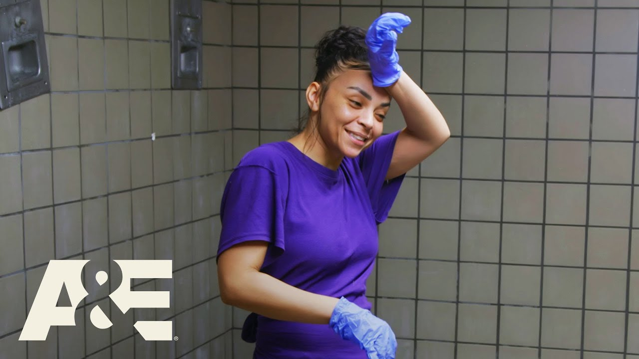 Download 60 Days In: Jennifer Finally Cleans Moldy Showers (Season 6)   A&E