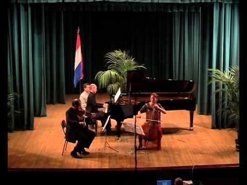 Julius Roentgen Piano Trio N.4 BG.wmv