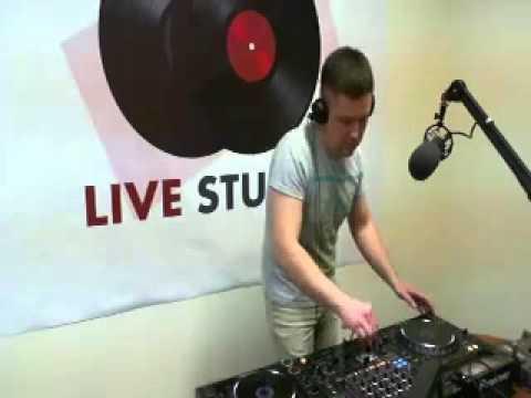Livestudio 98 3fm@Denis StarkBroadcasting LIVE on Justin tv 28 11 13