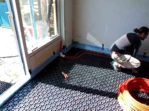 Vloerverwarming leggen, eerste leidingen  YouTube
