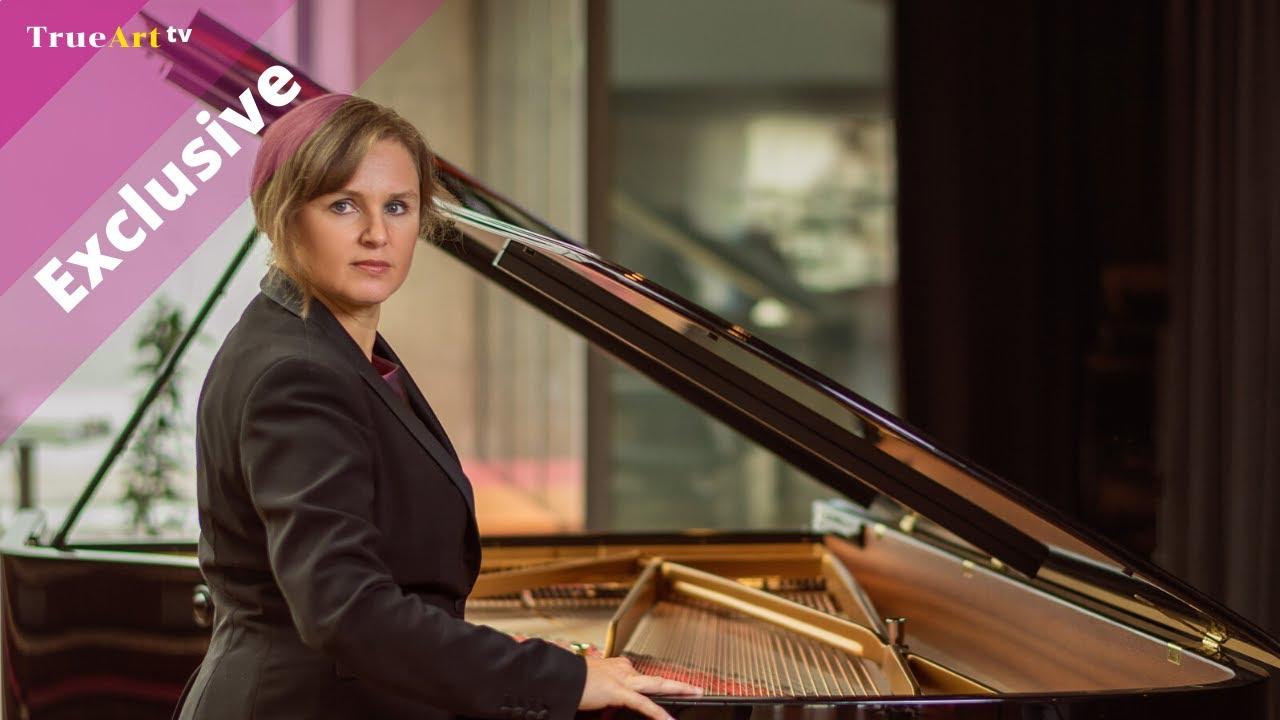 Julia Mustonen-Dahlkvist plays 3 Soler Sonatas: G minor, F-sharp minor and D-flat major