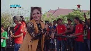 Wong Edan Kuwi Bebas Ratna Antika