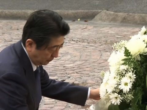 Raw: Japan's Abe Visits Cemeteries in Hawaii