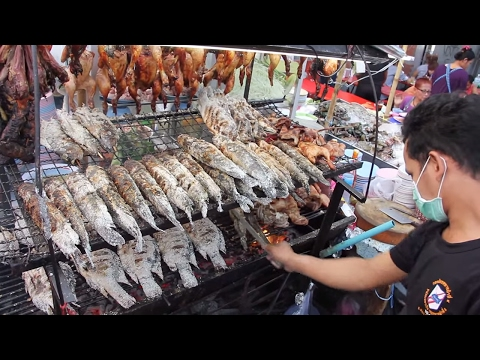 Thai Street Food - Pla Pao (Roasted Fish) at Central World Street Food Stalls in Bangkok!