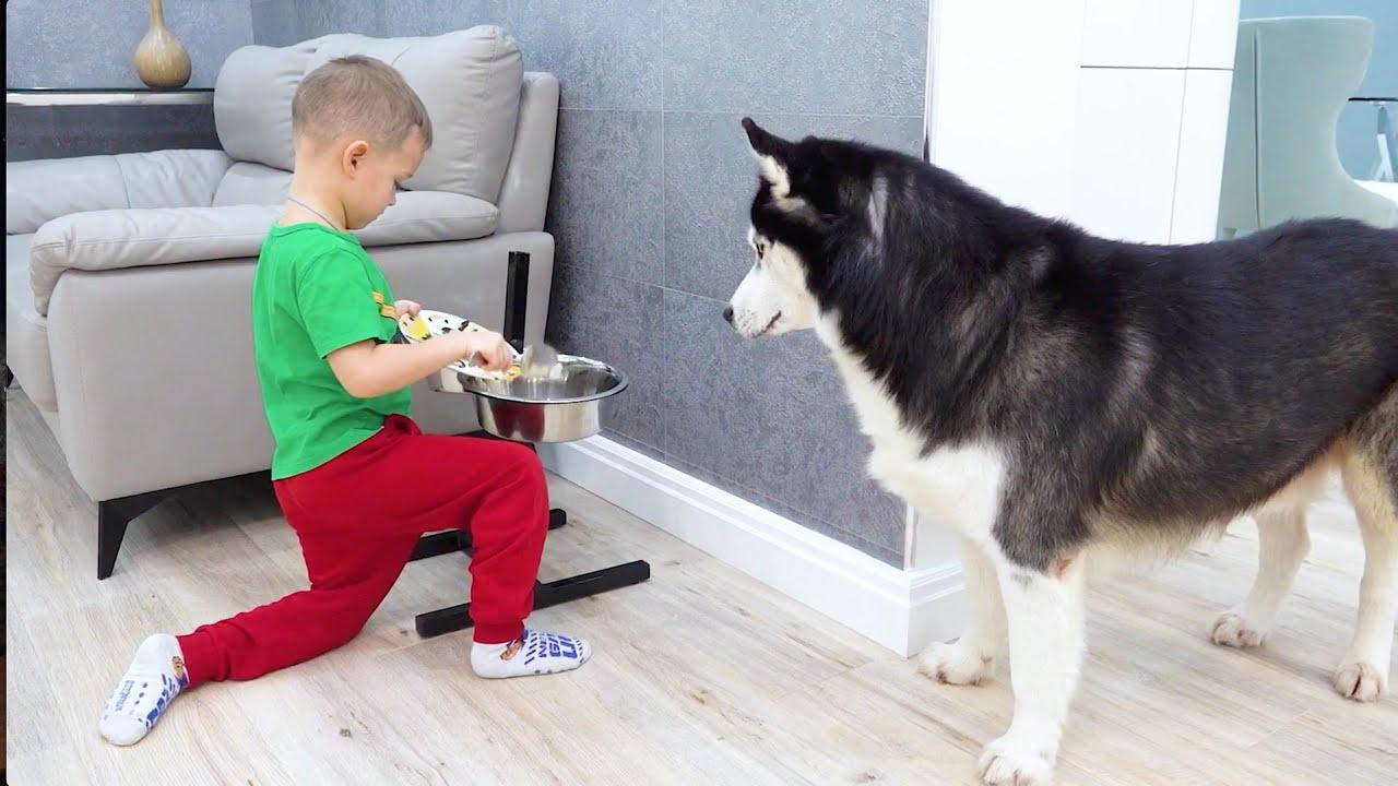 وجدت صوفيا دمية طفل وتتظاهر بأنها أحد الوالدين