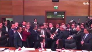 نقاش حول دستور تركيا يتحول لشجار عنيف في البرلمان