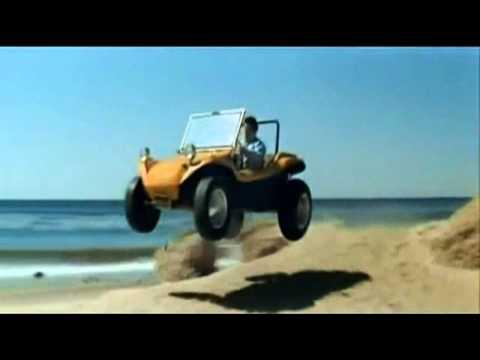 Elvis Presley au volant d'un buggy Meyer's Manx