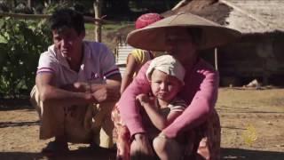 جنود حكومة ميانمار يمنعون سكان قرية من العودة إليها