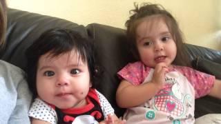 bebe de 6 meses defendiendose de los maltratos