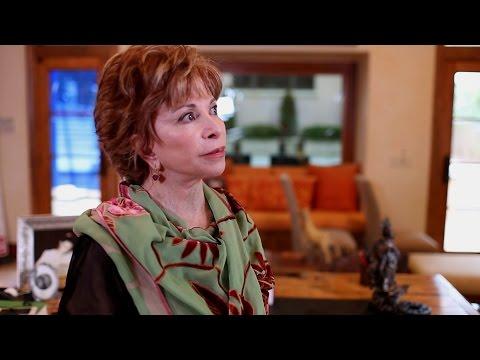 """Isabel Allende: """"Comprendí que siempre iba a ser extranjera en EEUU"""""""