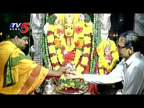 PV Sindhu's father offers prayers at Ratnalamma Temple for Daughter's Success   TV5 News