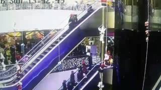 ЖЕСТЬ!!! Женщина уронила своего младенца с эскалатора. г.Андижан(Узбекистан)(, 2017-01-28T17:34:40.000Z)