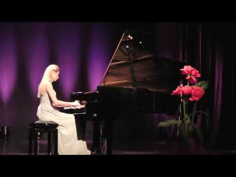 Chopin Piano Concerto in F minor op. 21 Larghetto plays Anna Lipiak  - LIVE