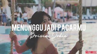 Gambar cover Brisia Jodie - Menunggu Jadi Pacarmu ( Menjamu ) | Lirik Video