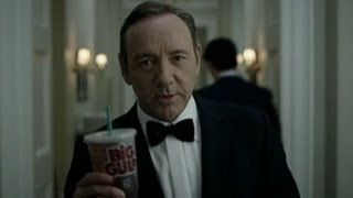Repeat youtube video 'Frank Underwood' to Obama: 'Welcome to Nerd Prom' | ABC News Exclusive | ABC News