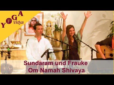 Sundaram and Frauke chant Om Namah Shivaya at the Musicfestival