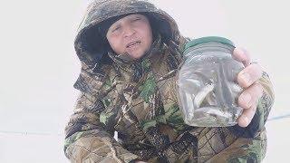 Ловля судака зимой. Как правильно насадить малька на мормышку.