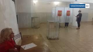 В Кинешме председатель УИК раздает избирателям деньги