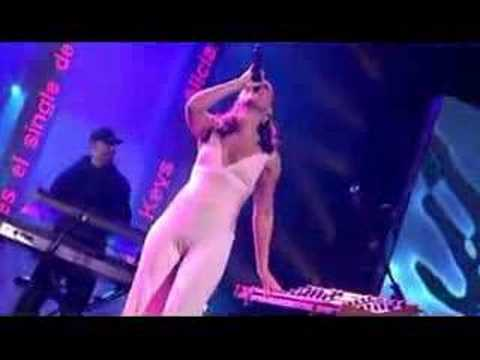 Alicia Keys - *No One*- (live)