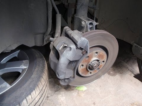 Замена передних колодок / Peugeot 308