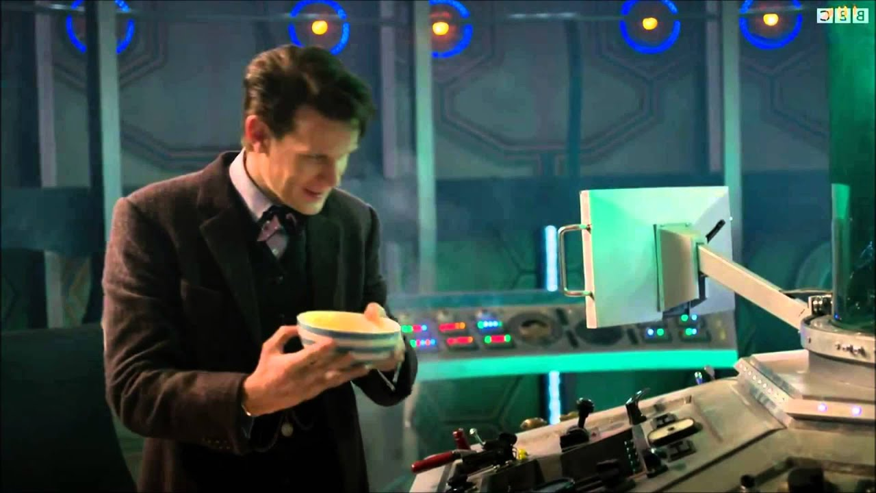 The 11th doctor 39 s fish fingers and custard dance youtube for The fish doctor