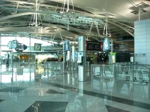 Indoor video of the O-Porto Airport .. is very clean and nice