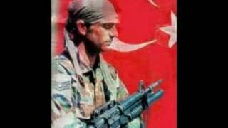 Repeat youtube video Hakan Taşıyan - Geze Geze (Barak)-Askerim Boynum Bükük
