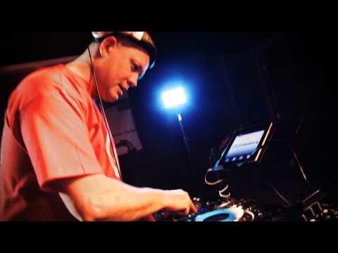 DELimentarys Bombastic Jam 4 deck mix 'Tips & Tricks #1'