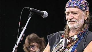 Willie Nelson - Funny How Time Slips Away / Crazy / Night Life (Live at Farm Aid 1995)