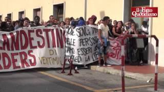 """Migranti, tensioni a Ventimiglia. NoBorder: """"Con la frontiera chiusa, noi costretti a delinquere"""""""