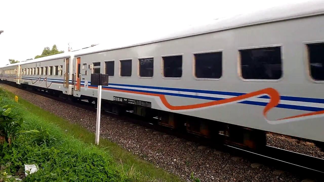 Logawa Dengan Lokomotif Terbalik Melintas Di Timoho