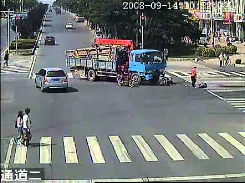 交通事故录像15-1.flv
