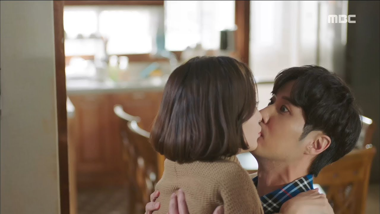 [20th Century Boy and Girl]20세기 소년소녀ep 13,14Which does not mean that took  place a split second kiss?