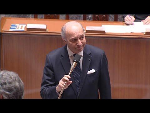 Double ovation pour Laurent Fabius à l'Assemblée après le succès de la COP21
