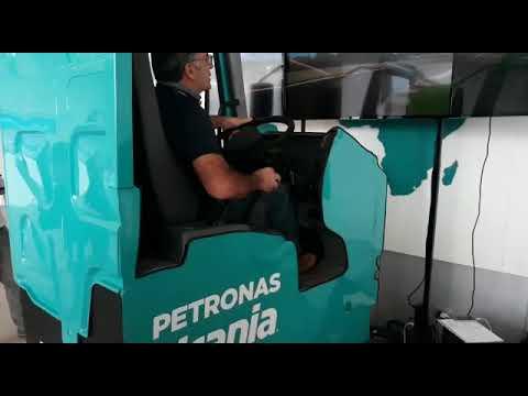 Simulatore Camion Petronas In Azione Al R&T Centre Di Torino