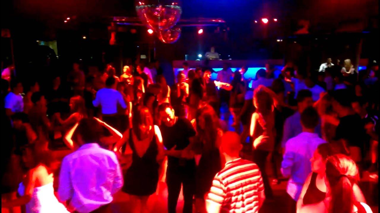 Discoteca tropical house ambiente 2 en sus fiestas for Discoteca plaza de los cubos madrid